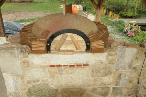 Four pizza construire design de maison for Construire un four a pain en brique